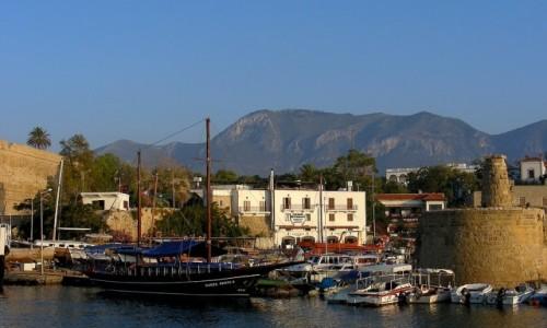Zdjęcie CYPR PÓŁNOCNY / Kyrenia / Girne / Widok na góry, z portu.
