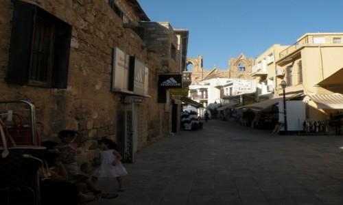 Zdjecie CYPR PÓŁNOCNY / Famagusta / miasto / Uliczka w mieście