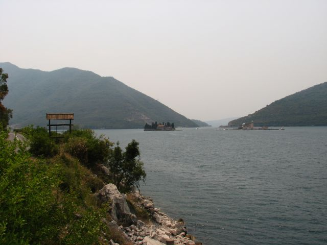 Zdjęcia: okolice miasta Kotor-wysepki z klasztorami na zatoce, Montenegro, CZARNOGÓRA