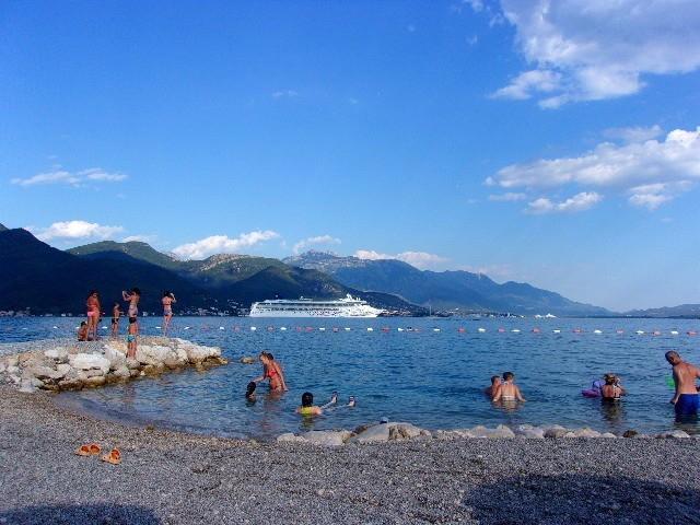 Zdjęcia: Bijela, Boka Kotorska, Prom na horyzoncie, CZARNOGÓRA
