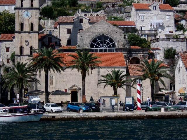 Zdjęcia: Perast, Boka Kotorska, Na brzegu w Peraście, CZARNOGÓRA