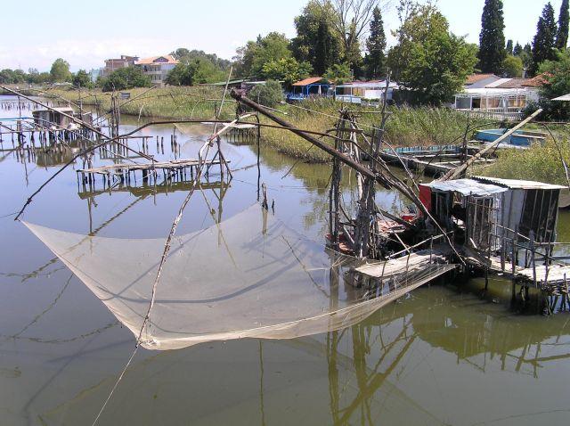 Zdjęcia: rzeka Bojana, okolice Ulcinija, sposób na rybę, CZARNOGÓRA