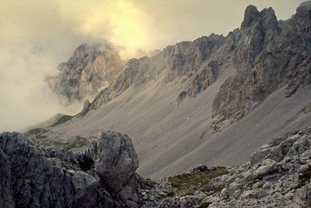 Zdjęcia: Komovi, niedaleko granicy z Albanią, Góry Dynarskie, Prawie jak Mordor - kolor, CZARNOGÓRA