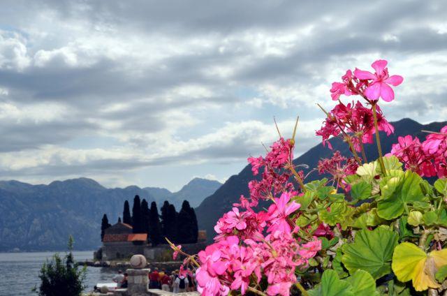 Zdjęcia: Wyspa Matki Bożej na Skale, Zatoka Kotorska, Widok na Wyspę św. Jerzego, CZARNOGÓRA