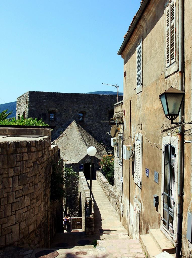 Zdjęcia: Herceg Novi , Zatoka Kotorska, W drodze na mury, CZARNOGÓRA