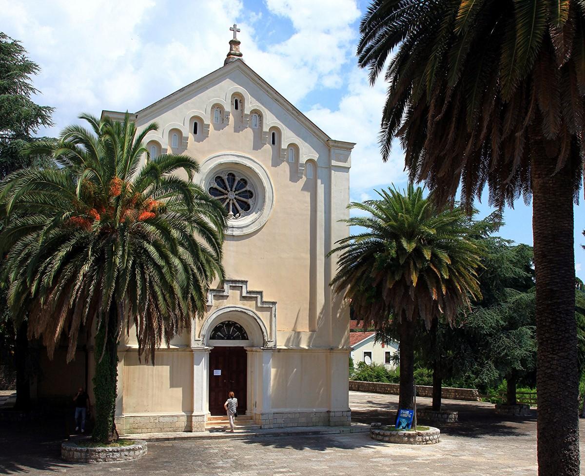 Zdjęcia: Herceg Novi , Zatoka Kotorska, Pod palmami, CZARNOGÓRA