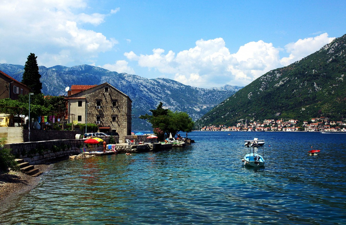 Zdjęcia: W drodze do Herceg Novi, Boka Kotorska, Przystań, CZARNOGÓRA