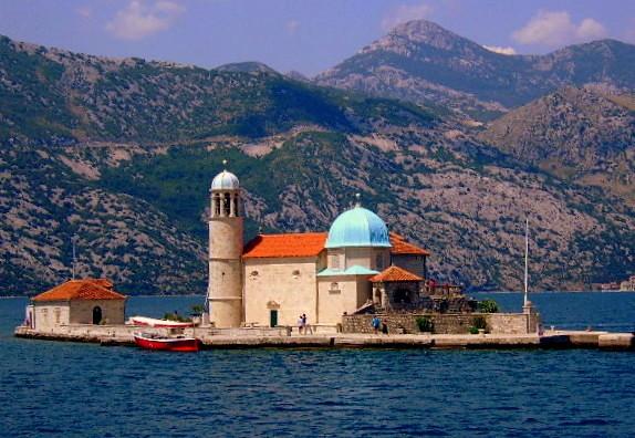 Zdjęcia: okolice Perastu, Boka Kotorska, Jeszcze raz kościółek na wodzie, CZARNOGÓRA