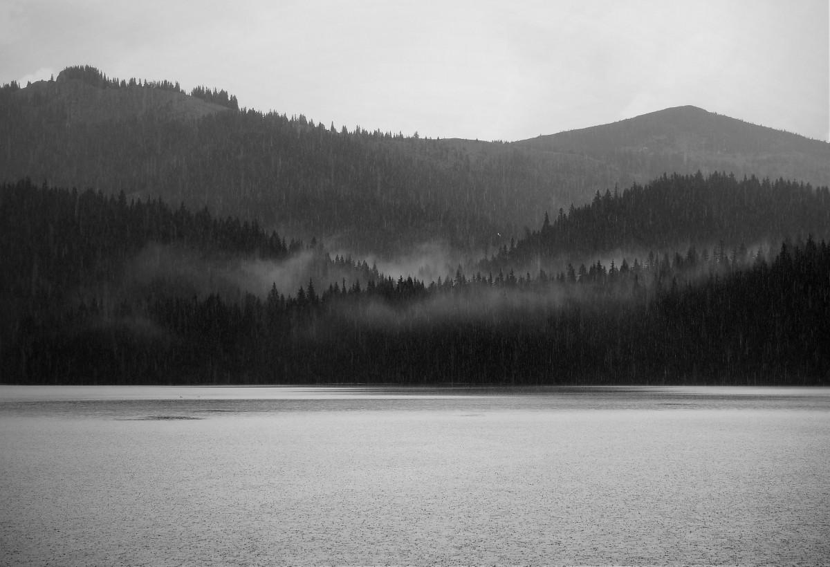 Zdjęcia: Crno Jezero, Durmitor, w strugach deszczu..., CZARNOGÓRA