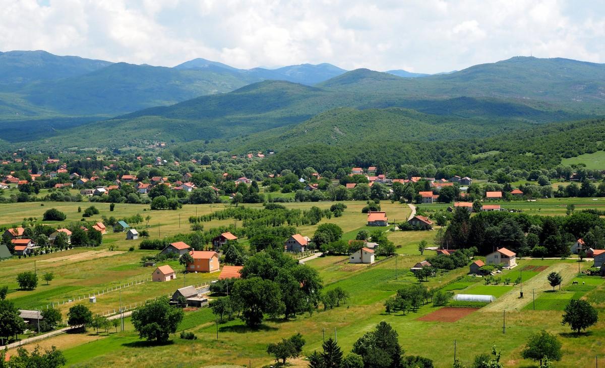Zdjęcia: w drodze znad Jeziora Szkoderskiego do Zabljaka (Durmitor), malownicze wioski..., CZARNOGÓRA
