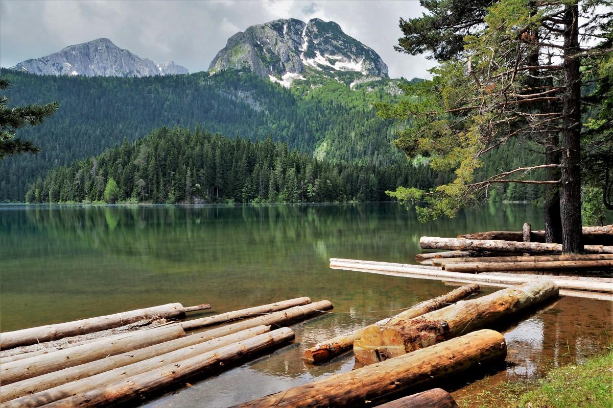 Zdjęcia: Crno Jezero, Durmitor, w cieniu góry Medjed..., CZARNOGÓRA