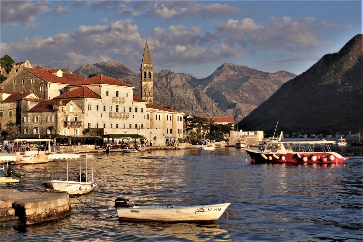 Zdjęcia: Perast, Zatoka Kotorska, w zatoce..., CZARNOGÓRA