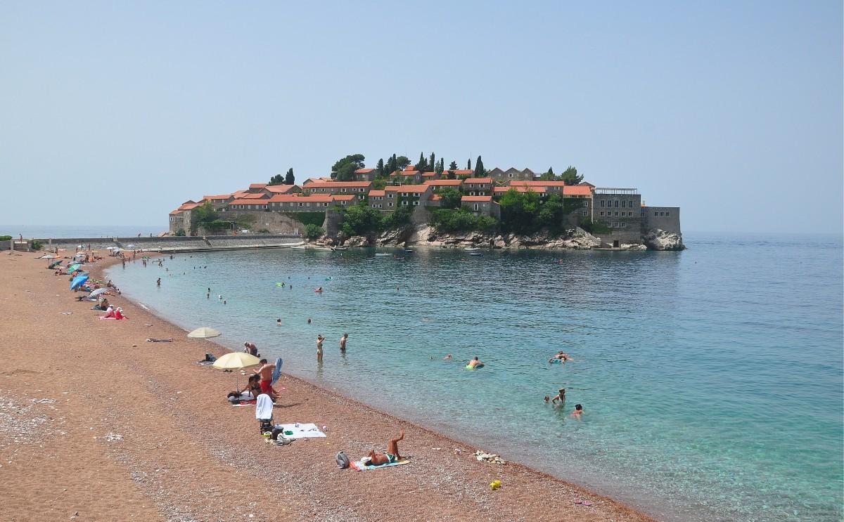 Zdjęcia: Sveti Stefan, Budva, Plaża w Sveti Stefan, CZARNOGÓRA