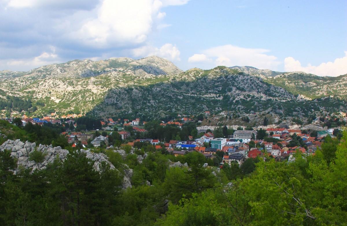 Zdjęcia: Cetinje, U podnóża masywu Lovćen, Do 1918 r. oficjalna stolica Czarnogóry, CZARNOGÓRA
