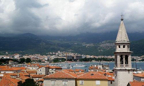 Zdjęcie CZARNOGÓRA / - / Budva / Chmury nad górami...