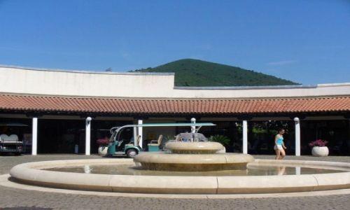 CZARNOGÓRA / nad morzem / Budva / fontanna w centrum Budvy