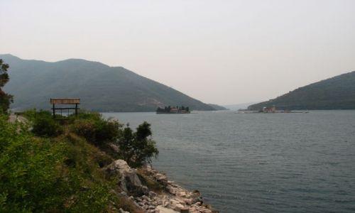 Zdjecie CZARNOGÓRA / brak / okolice miasta Kotor-wysepki z klasztorami na zatoce / Montenegro