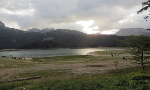 Zdjęcie CZARNOGÓRA / P.N. Durmitor / okolice Żabljaka / jezioro Czarne o zachodzie słońca