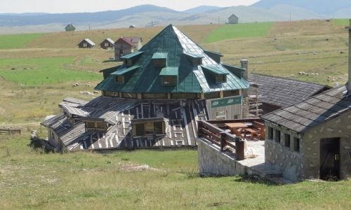 Zdjęcie CZARNOGÓRA / P.N. Durmitor / okolice Żabljaka / górska architektura Durmitoru