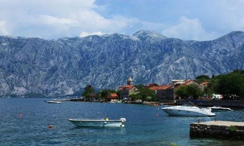 Zdjęcie CZARNOGÓRA / Zatoka Kotorska / Muo / Miasteczko w błękitnej oprawie