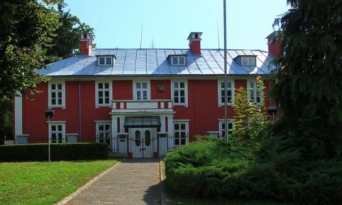 Zdjęcie CZARNOGÓRA / U podnóża masywu Lovćen / Cetinje / Budynek dawnej ambasady brytyjskiej