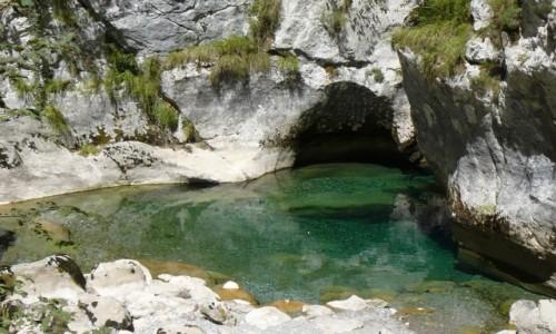 CZARNOG�RA / region Kolasin / kanion rzeki Mrvica / Kanion Mrtvicy - urukliwe oczko