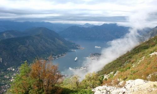 Zdjęcie CZARNOGÓRA / Kotor / Zatoka, widok z poczatku trasy kotorskimi