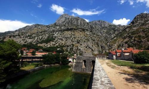 Zdjęcie CZARNOGÓRA / Kotor / Mury miasta / Rzeka Szkudra