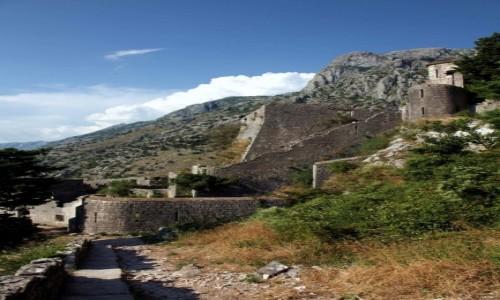 Zdjęcie CZARNOGÓRA / Kotor / Twierdza św. Jana  / Mury i góry