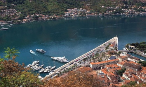 Zdjecie CZARNOGÓRA / Zatoka Kotorska / Kotor / w kolorze kobaltowym...