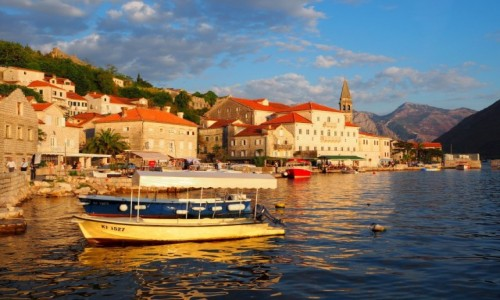 Zdjecie CZARNOGÓRA / Zatoka Kotorska / Perast / nawet łodzie nie kołyszą na wietrze...