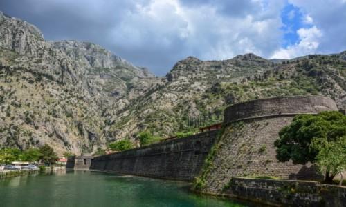 Zdjecie CZARNOGÓRA / - / Kotor / Mury Kotoru