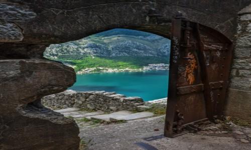 Zdjecie CZARNOGÓRA / - / Kotor / Brama do twierdzy św Jana
