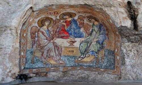 CZARNOGÓRA / - / monastyr Ostrog, nad doliną Bjelopavlic / w korytarzach monastyru...