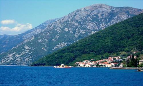 Zdjęcie CZARNOGÓRA / Boka Kotorska / Zatoka Kotorska / Woda i góry