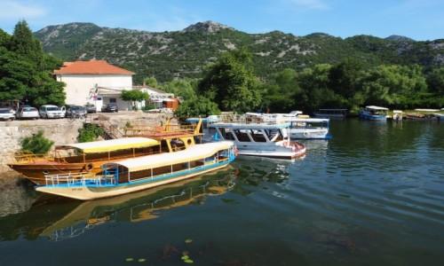 Zdjecie CZARNOGÓRA / Park Narodowy Jezioro Szkoderskie / Virpazar / łodzie czekają...