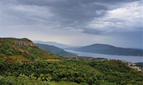 CZARNOGÓRA / Zatoka Kotorska / w drodze z Trebinje do Kotoru / pierwsze spojrzenie na zatokę...