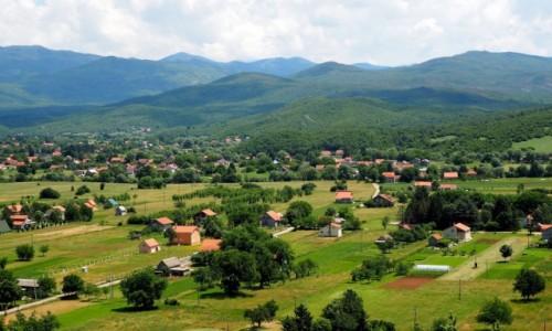 Zdjecie CZARNOGÓRA / - / w drodze znad Jeziora Szkoderskiego do Zabljaka (Durmitor) / malownicze wioski...