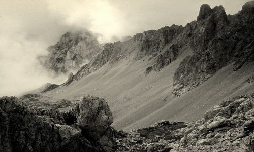 CZARNOGÓRA / Góry Dynarskie / Komovi, niedaleko granicy z Albanią / Prawie jak Mordor
