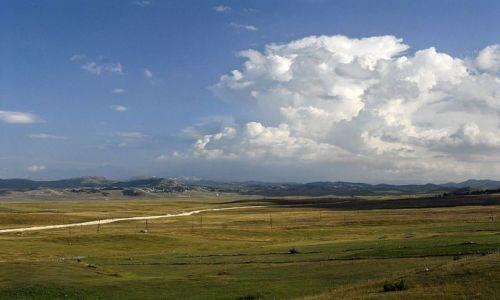 Zdjecie CZARNOGÓRA / Masyw Durmitor / okolice Zabljaka / wielka chmura nad płaskowyżem