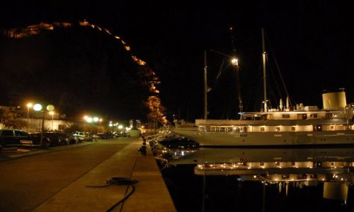 Zdjecie CZARNOGÓRA / Zatoka Kotorska / Kotor / zagadka..:) port w zatoce Kotorskiej