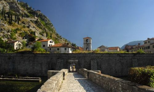 Zdjecie CZARNOGÓRA / Zatoka Kotorska  / Kotor / Kotor - jedna z bram maista