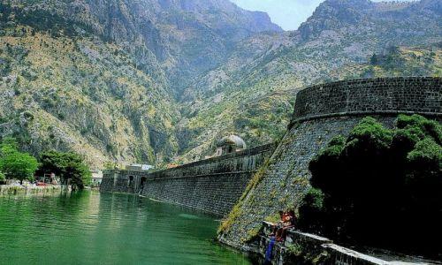 Zdjęcie CZARNOGÓRA / Boka Kotorska / Kotor / Mury Starego Kotoru