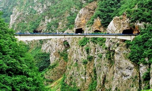 Zdjęcie CZARNOGÓRA / Kanion rzeki Piwy / Droga E762 / Most nad rzeką Pivą