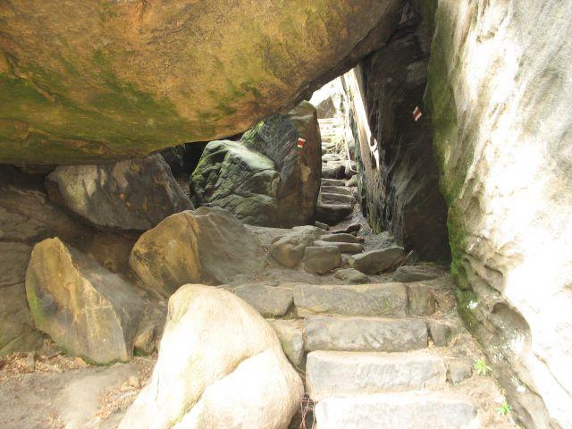 Zdjęcia: Broumovskie Steny, przejście pod skałą, CZECHY