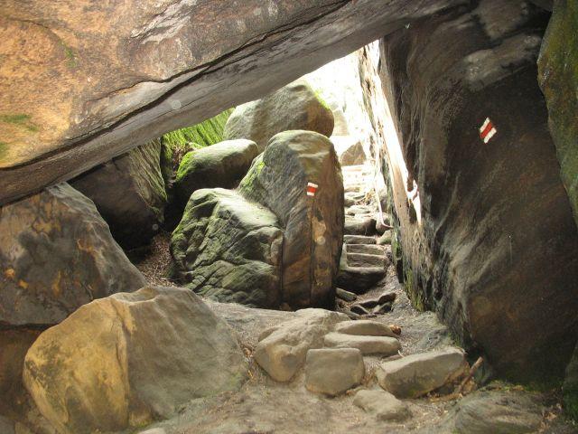Zdjęcia: Broumovskie Steny, a teraz pod skałami, CZECHY