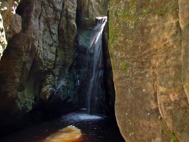 Zdjęcia: Teplickie skaly, Teplickie skaly, wodospad, CZECHY