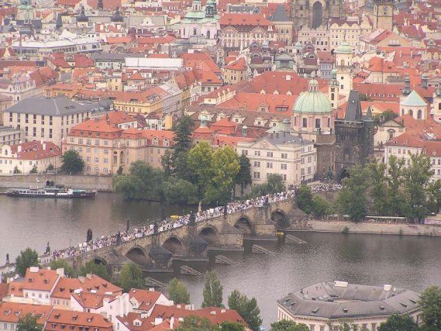 Zdj�cia: Praga, Most Karola i tury�ci....., CZECHY