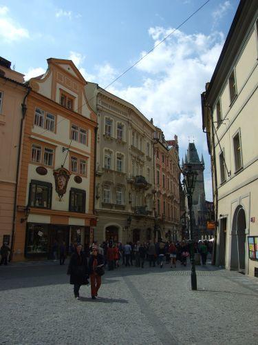 Zdjęcia: Praga, uliczka z widokiem na rynek, CZECHY