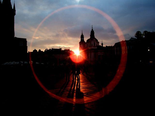 Zdj�cia: Praga, zach�d s�o�ca na rynku, CZECHY